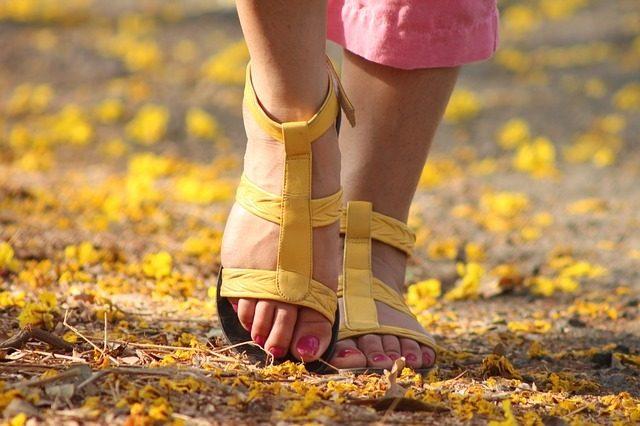 Posizionare i piedi
