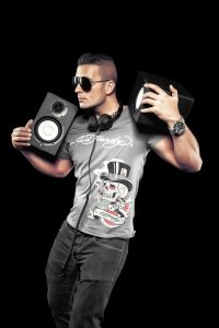 come-realizzare-un-book-fotografico-dj-in-studio